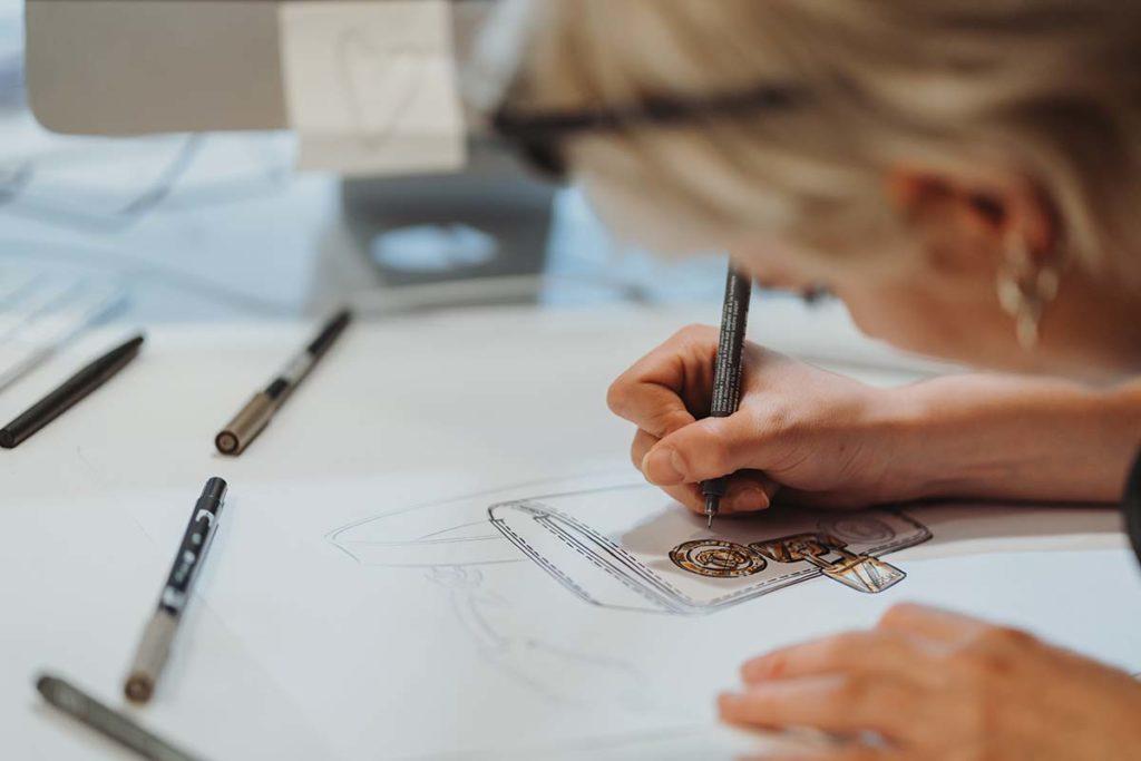 sketching a mano di una borsa